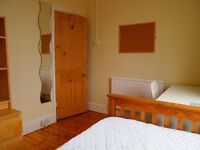 Double Room in lovely home close to Heath Hospital and Universities