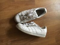 White superstar size 5