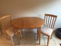 Oval extending kitchen/dining table and four chairs. Oak finish.