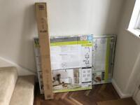 2 x Lindam Deluxe Pressure Stair Gates & 7cm Extenders