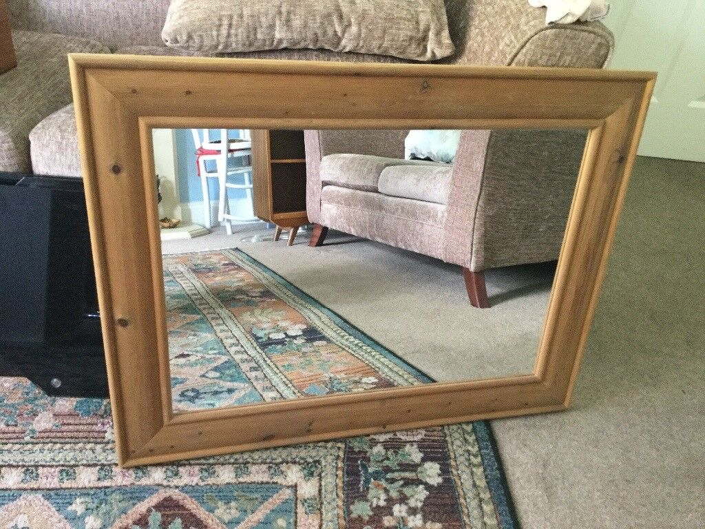 Solid Pine Framed Mirror Excellent condition Measurements 35in/88cm x 27in/69cm