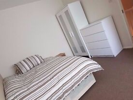 Beautiful Double Room, Fully Furnished - Near Limehouse & Westferry DLR Station - Bills Included