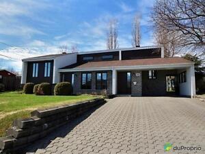 256 700$ - Maison à paliers multiples à vendre à Chicoutimi