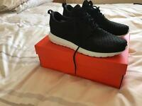 Nike Black and White trainers sz9 Bargain! Reduced