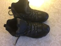 Hiking boots - size 9 - nearly new