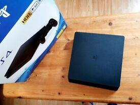 Playstation 4 (PS4) Slim 500gb mint condition +3 games