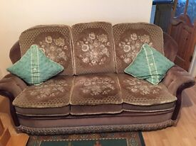 3 SEATER SOFA 2 CHAIRS