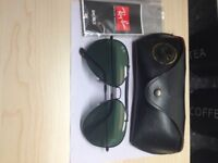 Ray Ban sunglasses comes with case