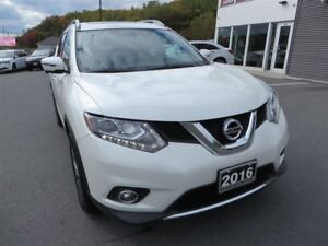 2016 Nissan Rogue SL Premium *Heated Leather *Pano Roof *Nav
