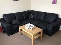 3 Bedroom Flat to rent in Newbury Park, Ilford, Essex , 4 mins to Underground Station