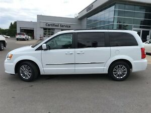 2016 Chrysler Town & Country Touring L Pwr.Sliding Doors|Heated  Peterborough Peterborough Area image 2
