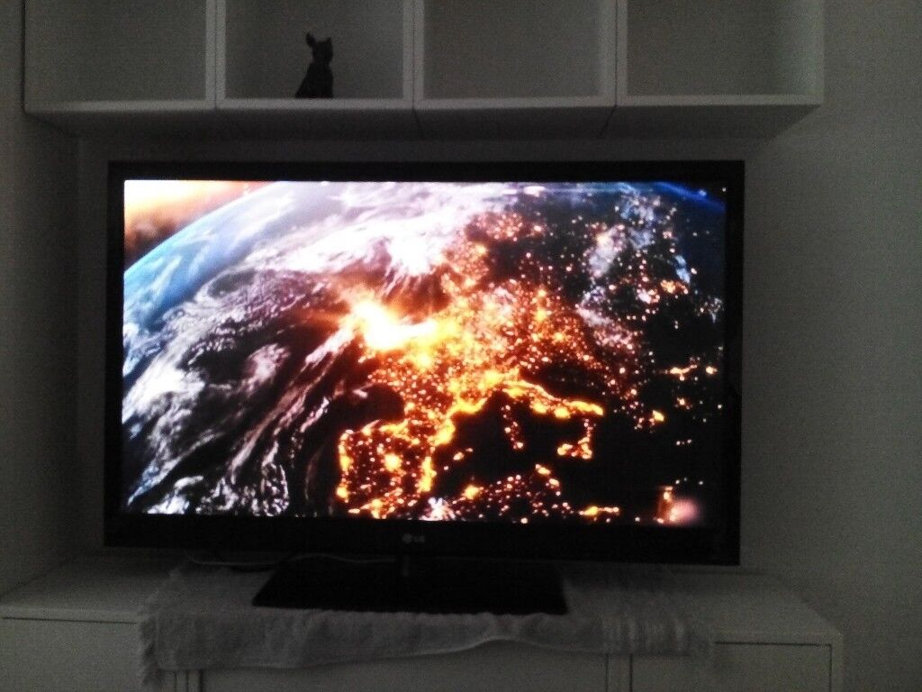 """LG 50"""" TV with Freeview. Full HDin Poole, Dorset - LG 50"""" TV with Stand and remote. Full HD and Freeview. Only bought from gumtree yesterday but its too big to fit on wall between units. £130 Ono"""