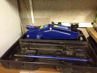 Hilka 2ton hydraulic car jack
