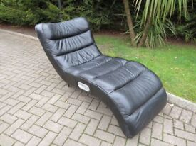 Black Leather Chaise Longue With Built-in Speakers
