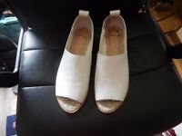 WHITE LADIES SHELLY SHOES SIZE 10