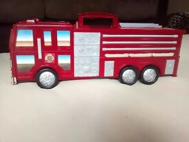 Take Along Fire Engine Station Playset (LOTs of PHOTOS) Toy Boy or Girl (Excellent condition)