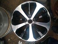 18 Inch Kia Sorenta Wheel in Good condition in West London Area