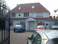 4 DOUBLE BEDROOM VERY LARGE FLAT