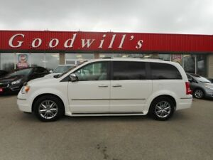 2013 Chrysler Town & Country TOURING L! HEATED LEATHER SEATS! QU