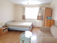 HAYES/HEATHROW - LARGE STUDIO FLAT, GREAT CONDITION, BILLS INC, SINGLE WORKING PROFESSIONAL ONLY!