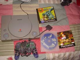 PLAYSTATION 1 WITH GAMES AND PAD