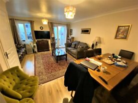 Out class 3 Bedrooms with 2 Receptions and 3 Toilets Bathrooms terrace House near Becontree Station