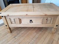 Wooden coffee table with drawer, very good condition, selling for £20
