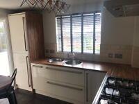Kitchen units & worktops