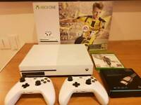 X-Box One S 500GB - 2 Controllers - 1 Game