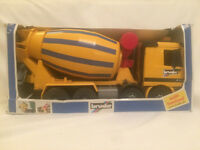 Brand new in box -Children's Christmas toy- Bruder Cement mixer -Mercedes Benz Actros