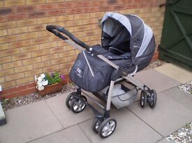 Baby's Pram/Pushchair Silver Cross Quality with rain cover good condition