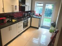 DOUBLE ROOM AVAILABLE NOW IN WALTHAMSTOW E17 6RA. ONLY 600PCM. GREAT TRANSPORT LINKS.
