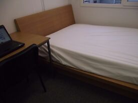 Double Room to rent, En-Suite, Modern - Couple welcome, Near 24/7 Tube & Buses .