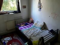 Nice & Comfortable Bedroom in Great Apartment. 10 Minutes by Bus to Canada Water Underground Station