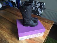 Girls clarks goretex boots size 7G