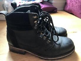 Black boots size 37