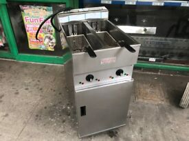 CATERING COMMERCIAL KITCHEN EQUIPMENT VALENTINE TWIN TANK FRYER CAFE KEBAB CHICKEN RESTAURANT SHOP