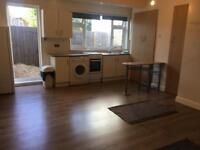 Studio Flat to let in Clayhall IG5 0DJ Rent 800£ all inclusive.