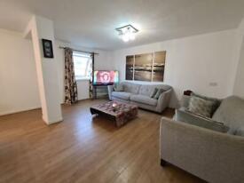 3 bedroom flat in Whitefriars Court, Friern Park, London, N12
