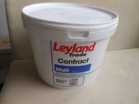 Huge 10 litre pot but only 1/3 full Leyland Trade Contract Matt Brilliant White High Quality paint
