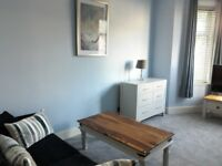 2 BED NEWLY DECORATED FURNISHED FLAT PRIVATE GARDEN & PARKING - CENTRAL NEWQUAY £850 PM ALL BILLS IN