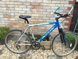 Man's Claud Butler aluminium Hybrid bike in great condition
