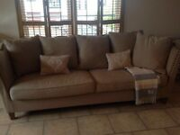 Stunning 2x 4 seater large sofas perfect condition brand new from smoke and pet free home