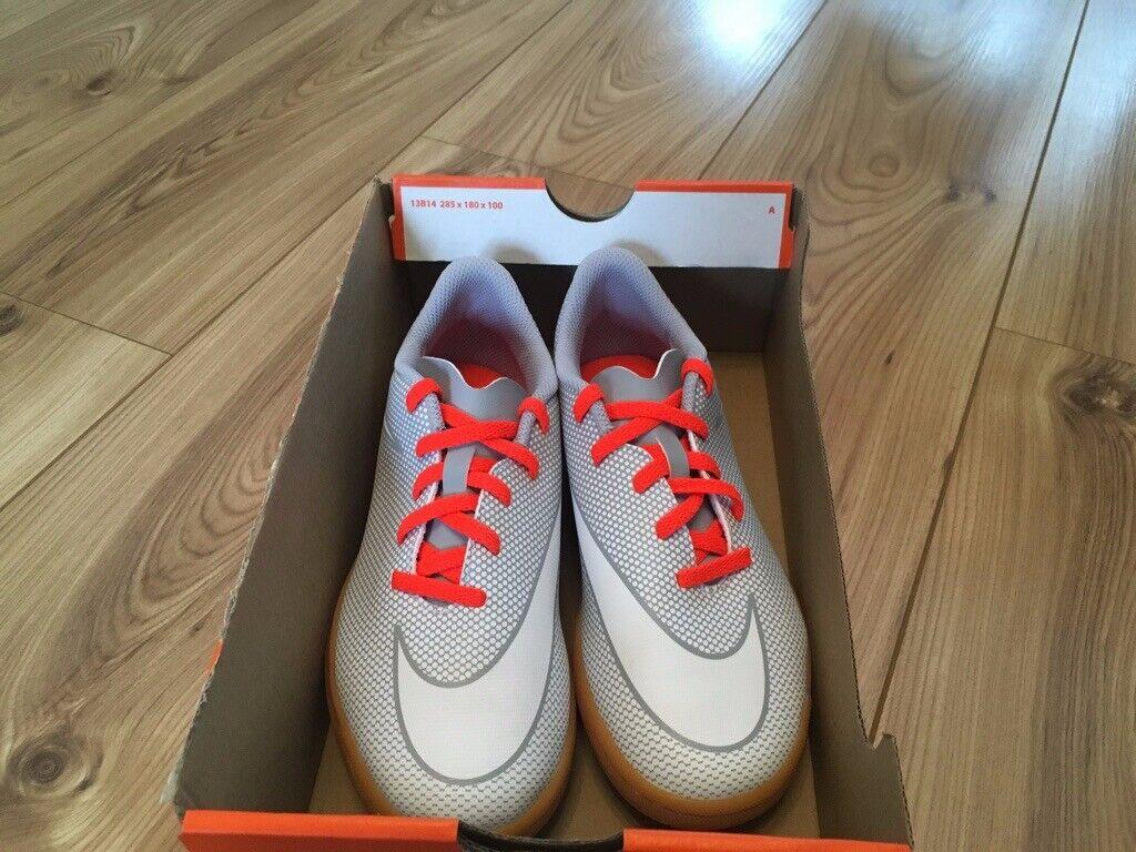 f1b54f2730db Brand New Nike Junior Bravatax II IC Football Boots Size 3UK