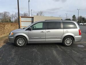 2016 Chrysler Town & Country Touring/DUAL DVD/BACKUP CAM