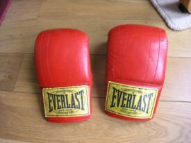 Pair Red Everlast boxing Gloves Weymouth Free Local Delivery