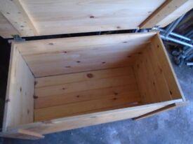 kiddie pine toybox