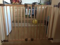 Baby Dan Child Wooden Safety Gate Extra Large 1.20 m Long in Chesterton