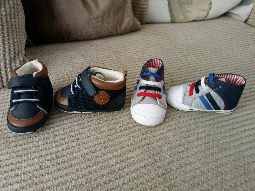 2 Pairs of Baby Shoes (6-9 months) 👟