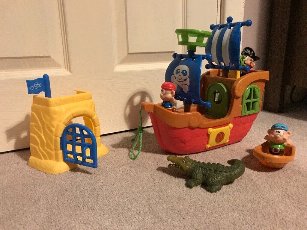 Grow and play pirate ship and accessories with music   in Letchworth Garden  City, Hertfordshire   Gumtree